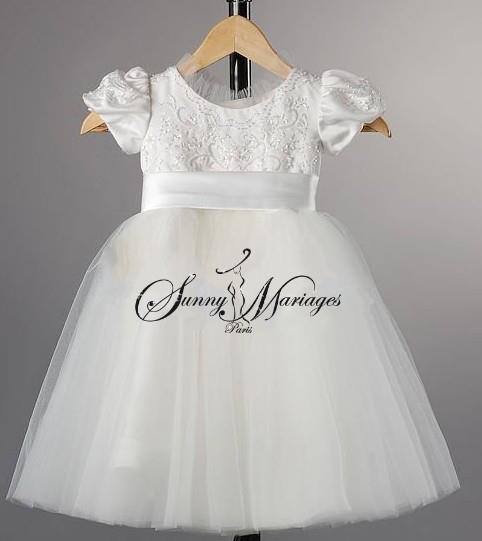 Les robes blanches des petites filles