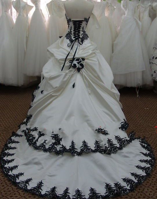 robe de mariee bustier noir et blanc sunny mariage. Black Bedroom Furniture Sets. Home Design Ideas