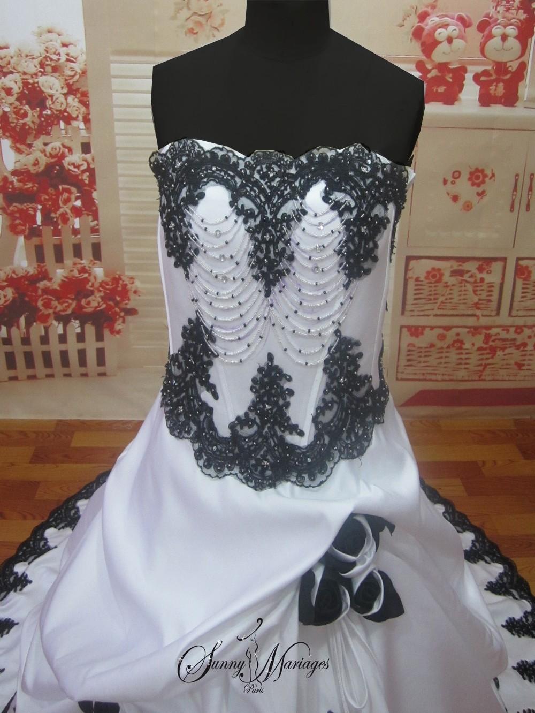 robe de mariee noir ou rouge et blanche