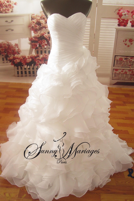 robe de mari e bustier asymetrique sirene et jupe en froufrou ou volants d 39 organza robe de. Black Bedroom Furniture Sets. Home Design Ideas