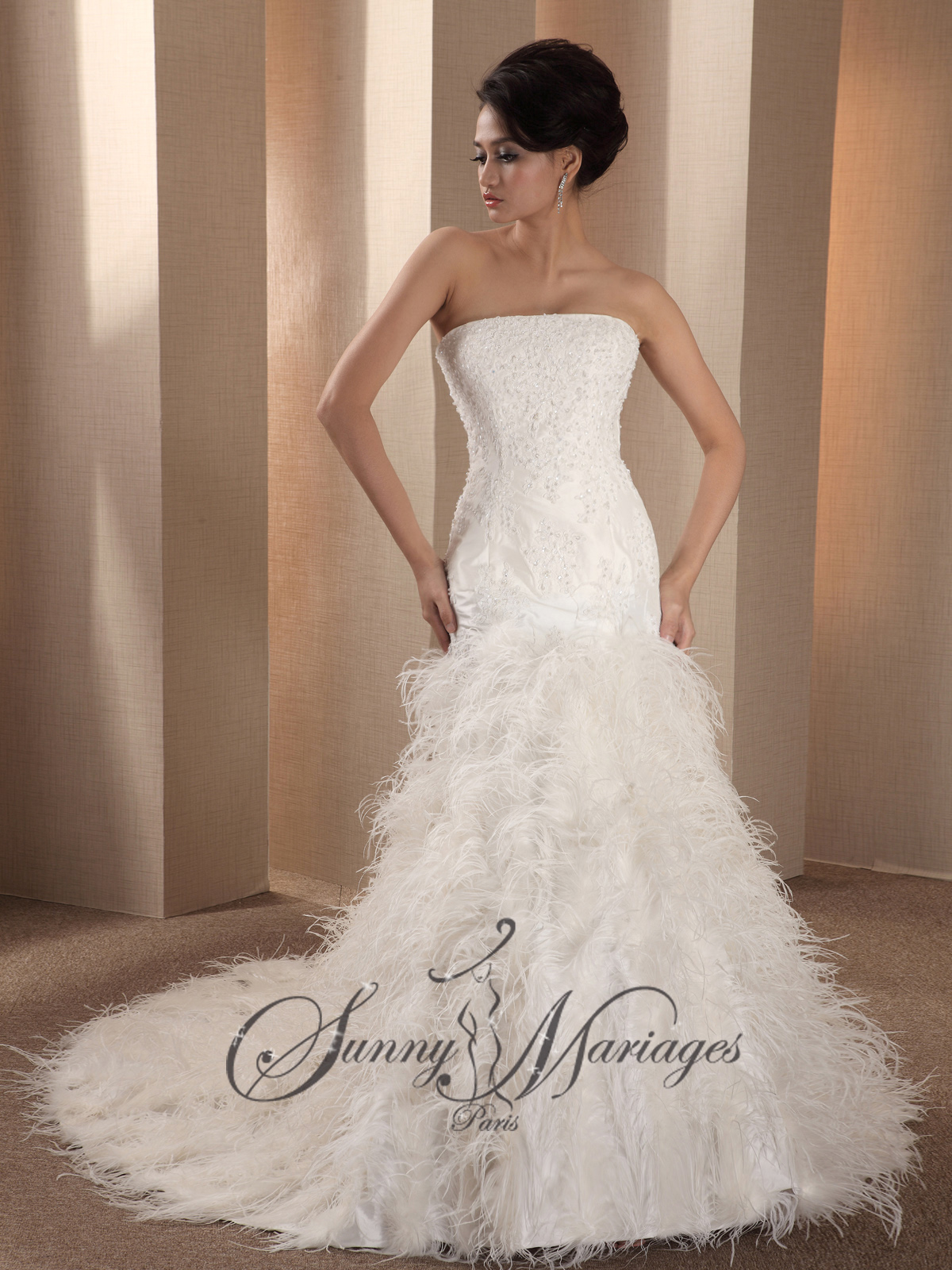 Robe de mariee avec des plumes