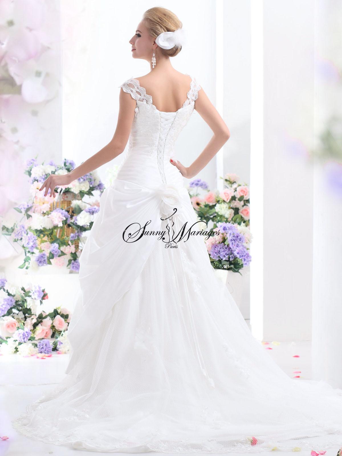 location robe de mari e avec manche id es et d 39 inspiration sur le mariage. Black Bedroom Furniture Sets. Home Design Ideas