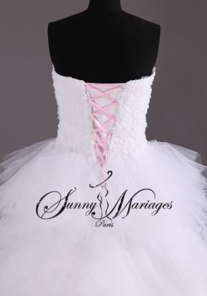 ... et longue derrière, robe de mariee pas cher en vente en ligne ou sur