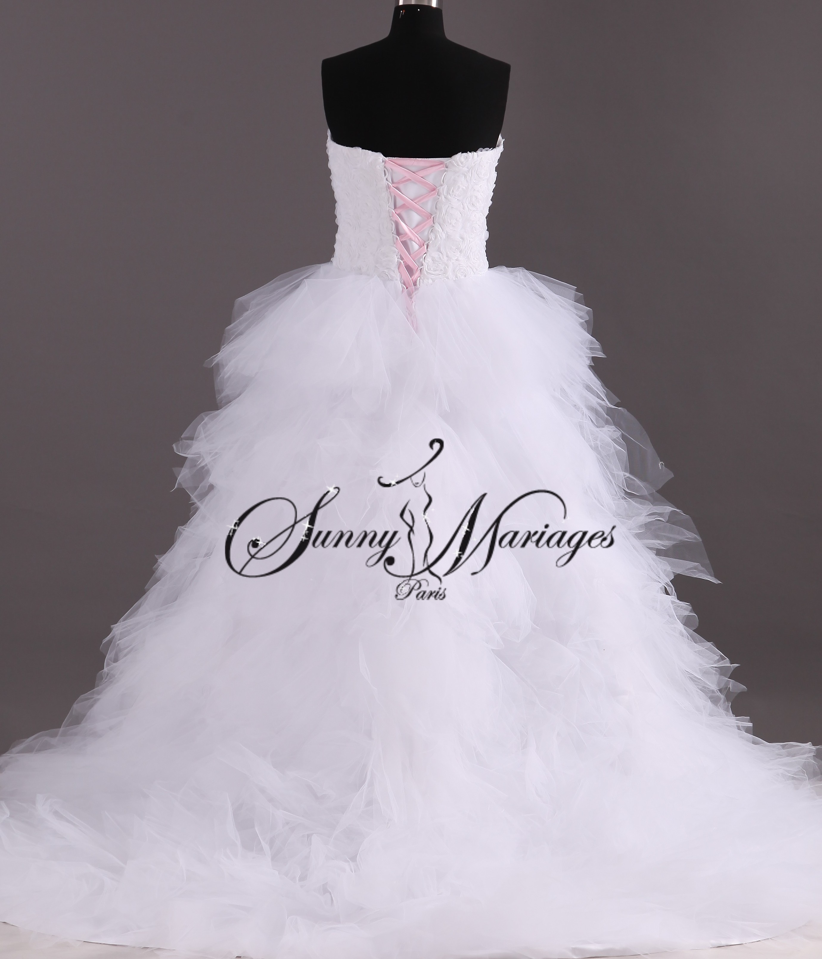 Robe de mariée courte devant et longue derrière | Sunny Mariage
