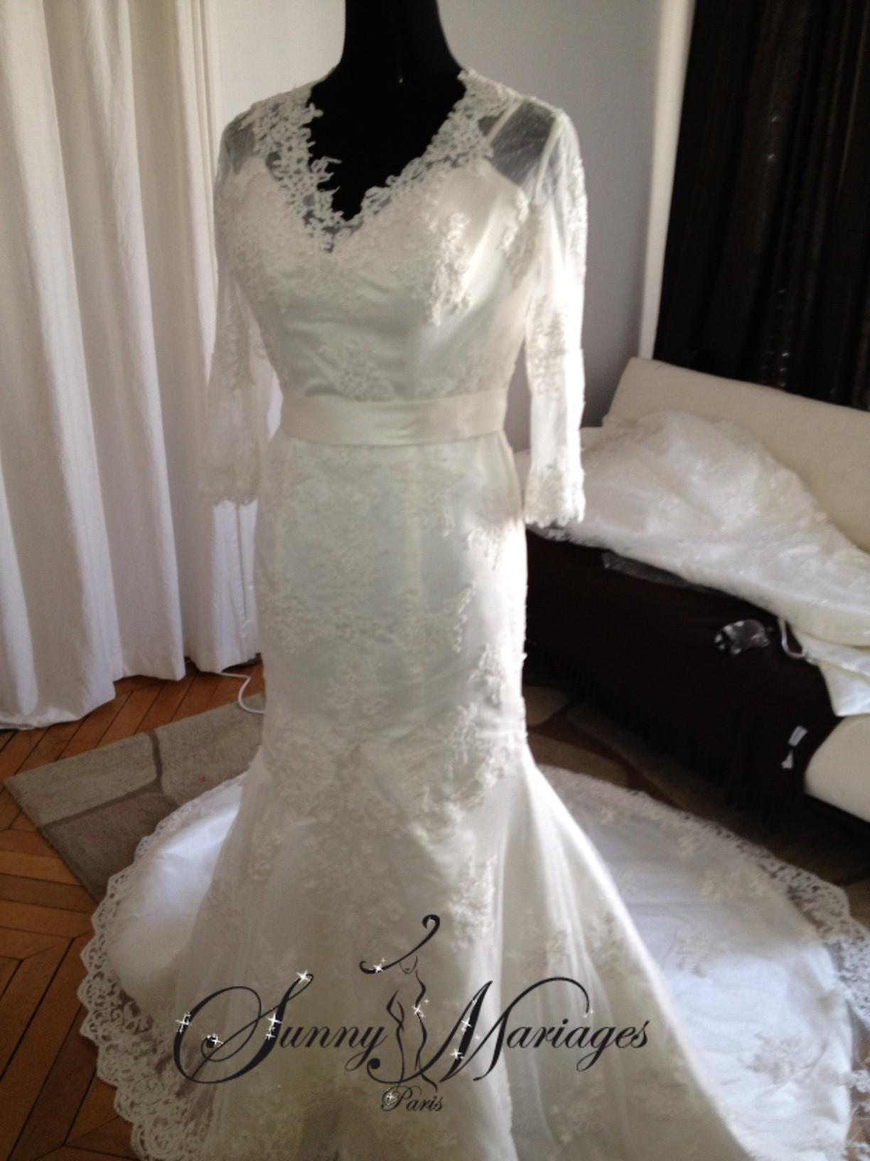robe de mariee fourreau et bustier entièrement en dentelle et avec ...