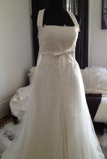 robe de mariee en tulle et dentelle fluide sunny mariage. Black Bedroom Furniture Sets. Home Design Ideas