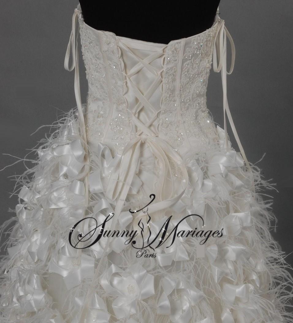 robe de mariee asymetrique longue derriere et courte devant en plume d ...