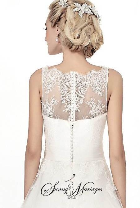 robe de mariee bustier dentelle bouton au dos jupe en tulle pliss sunny mariage. Black Bedroom Furniture Sets. Home Design Ideas