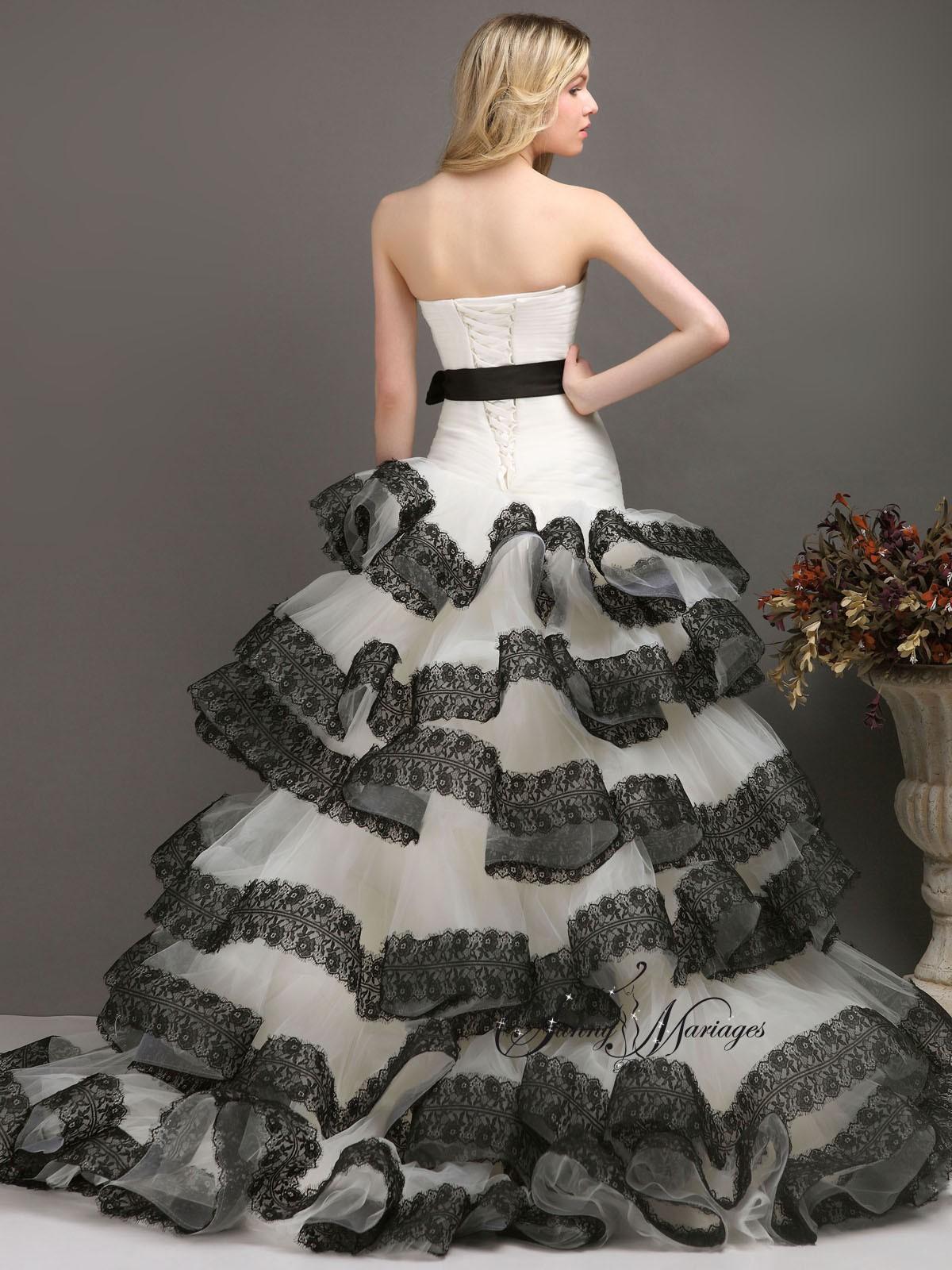 robe de mariee noir et blanc bustier asymetrique et dentelle noir, rob ...