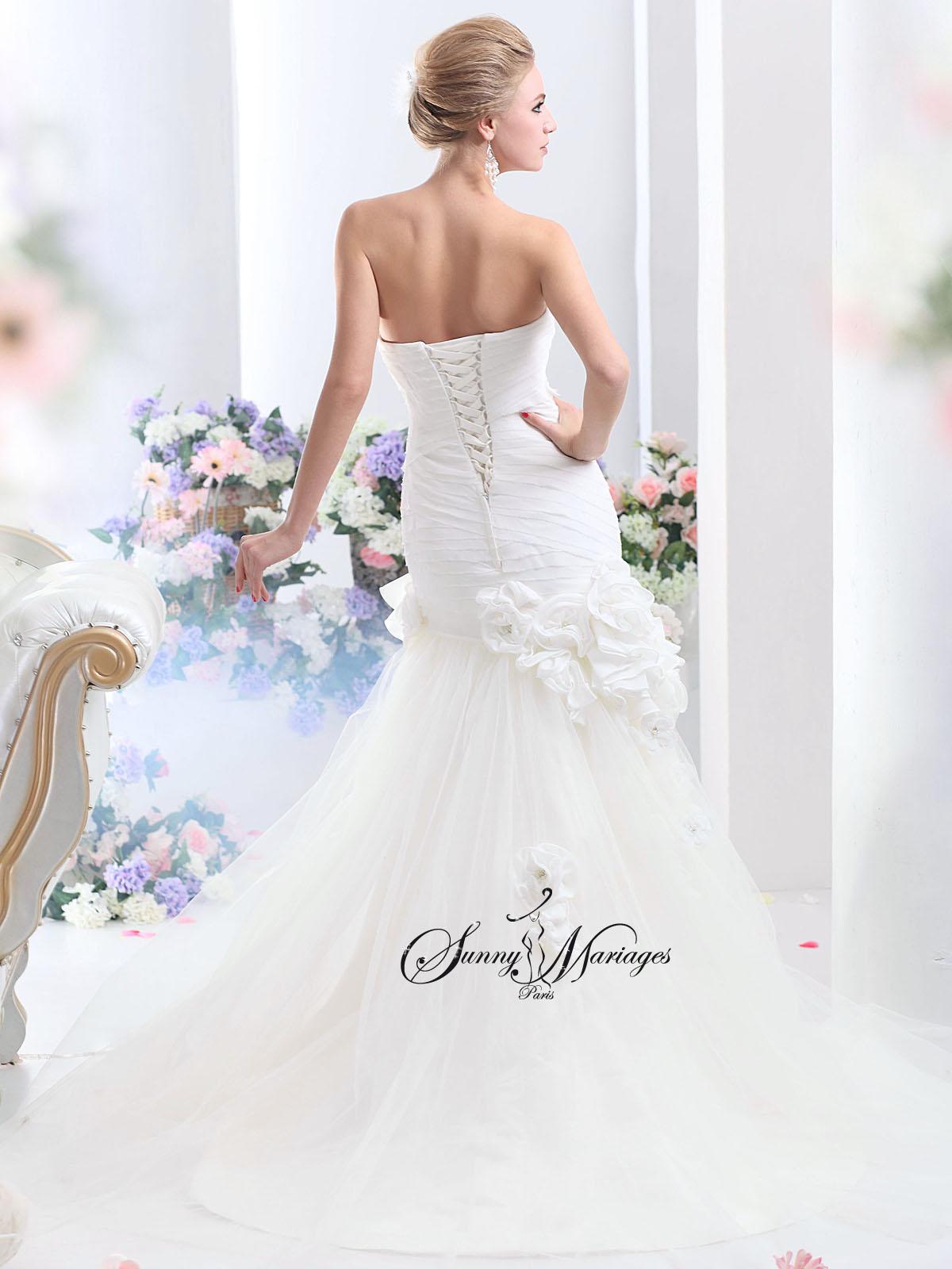 robe de mariee sirene avec un bustier droit ou coeur au choix  ce modele de robe de mariage fait