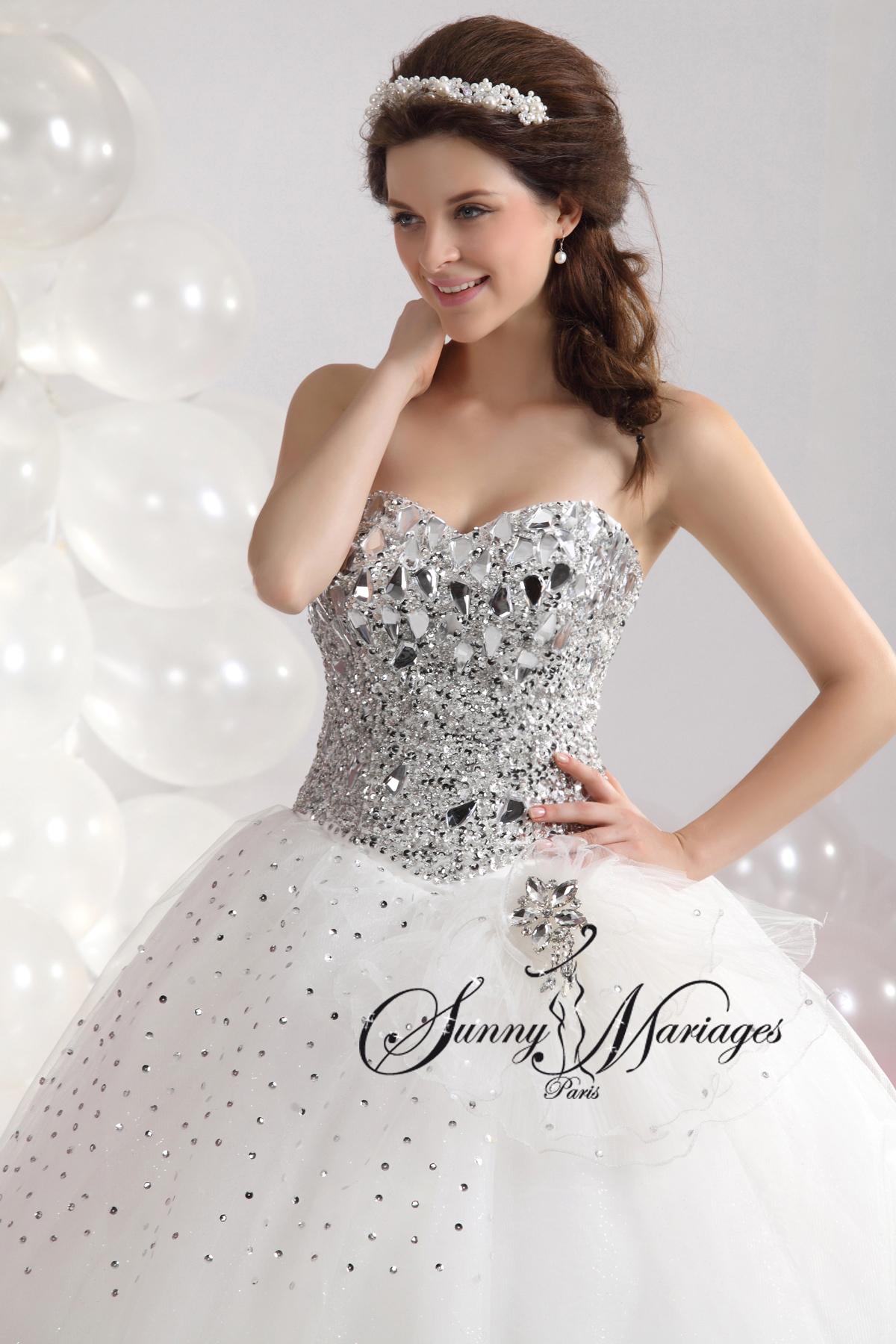 Robes de mariee princesse avec un bustier strass