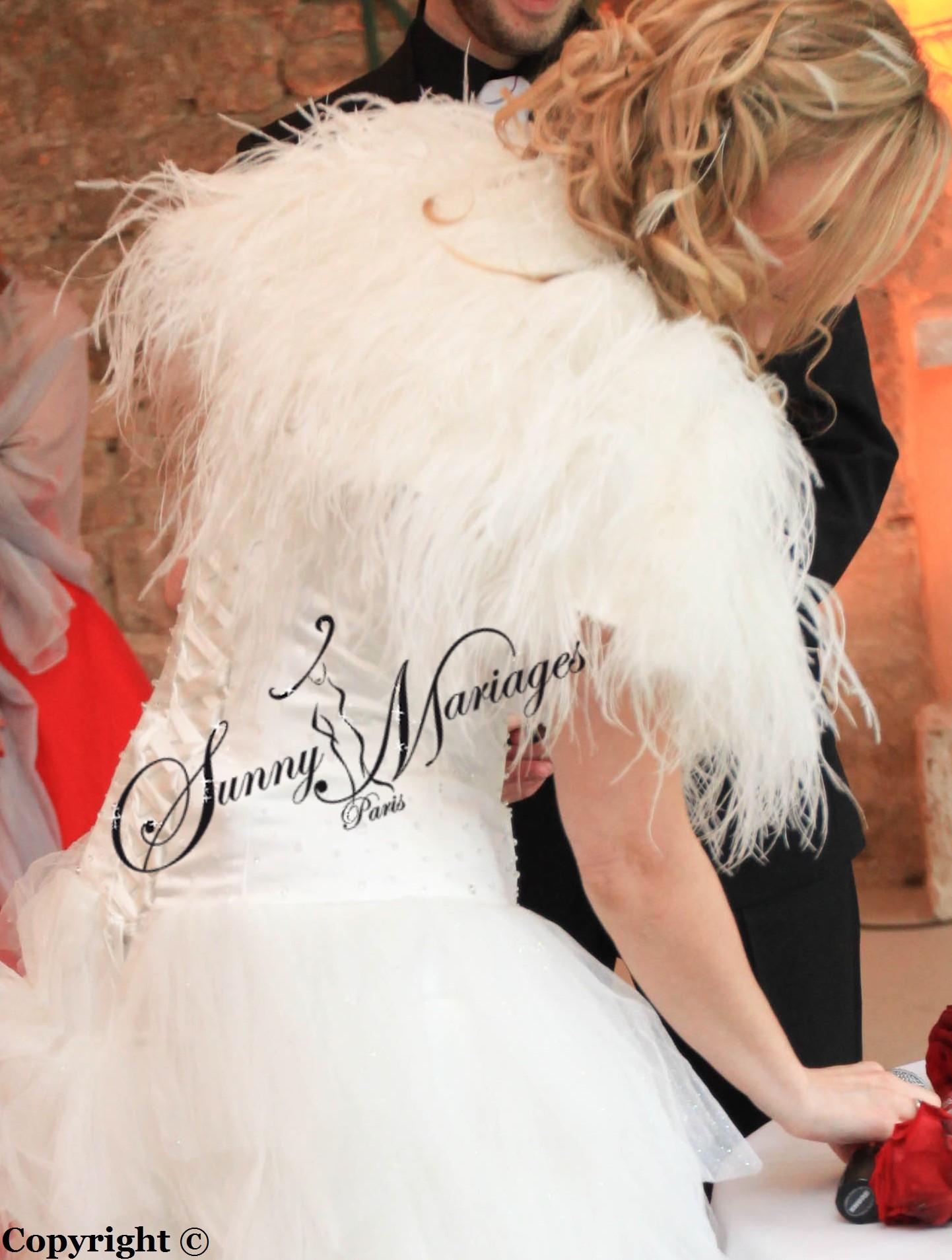 robe de mariee asymtrique en mouchoir de tulle avec un bustier satin perl et bolero plumes - Bolero Plume Mariage