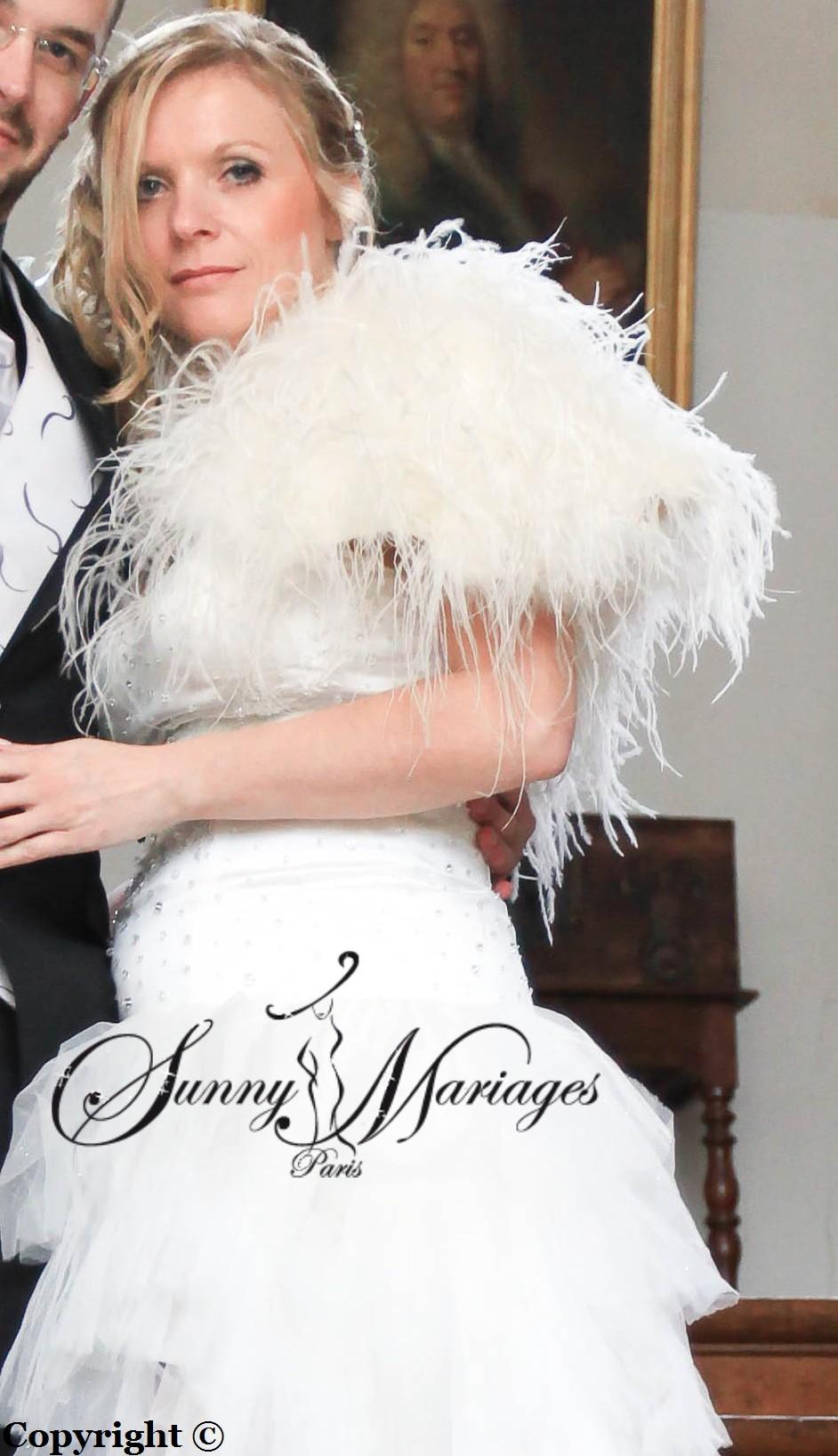 robe de mariee asymetrique en mouchoir de tulle et bolero en plumes dautruches vente - Bolero Plume Mariage