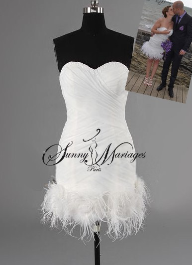 robe de mariee courte originale avec plume d autruches  Sunny Mariage