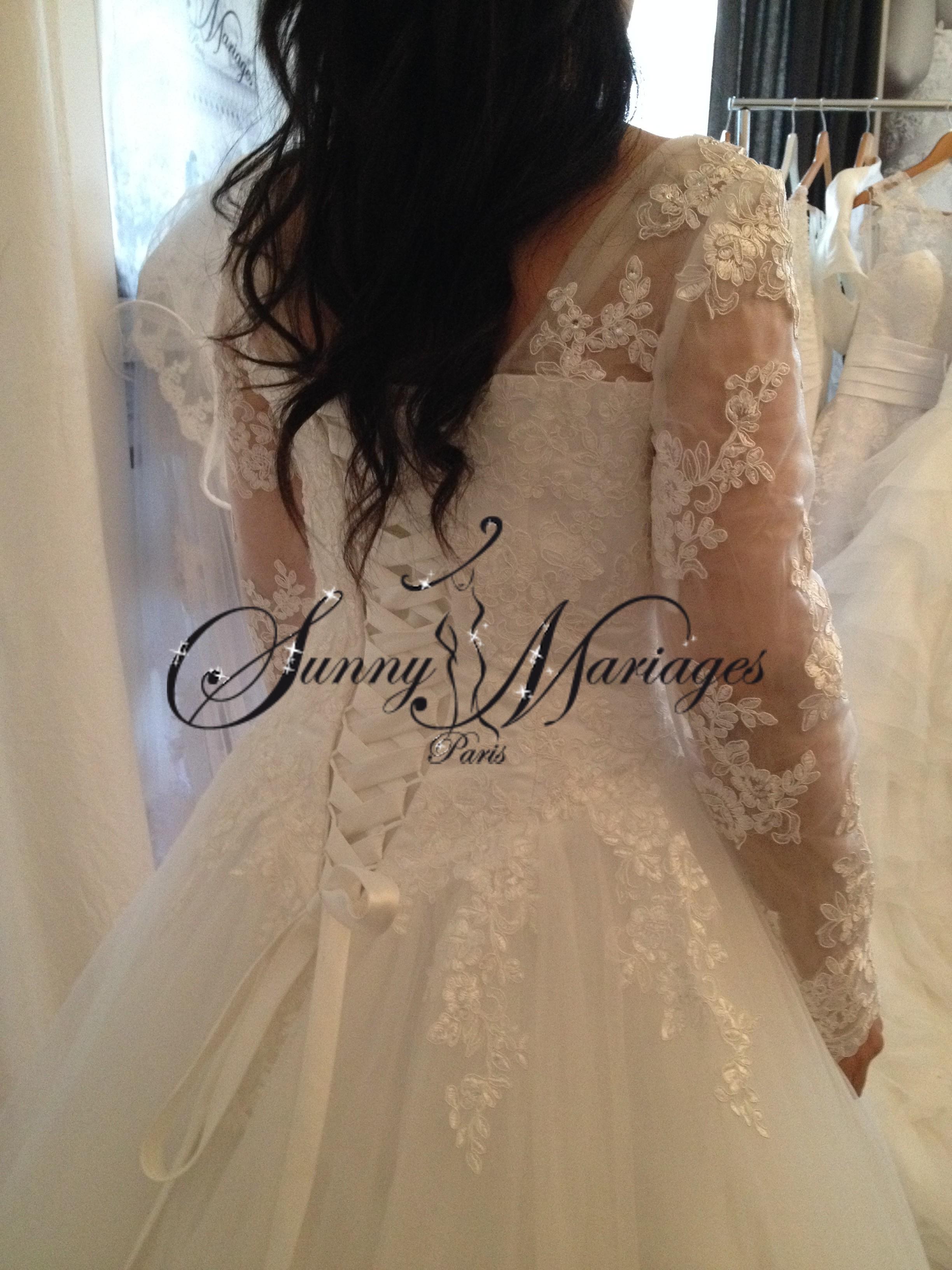 robe du mariage princesse manches longue et bustier dentelle sunny mariage. Black Bedroom Furniture Sets. Home Design Ideas