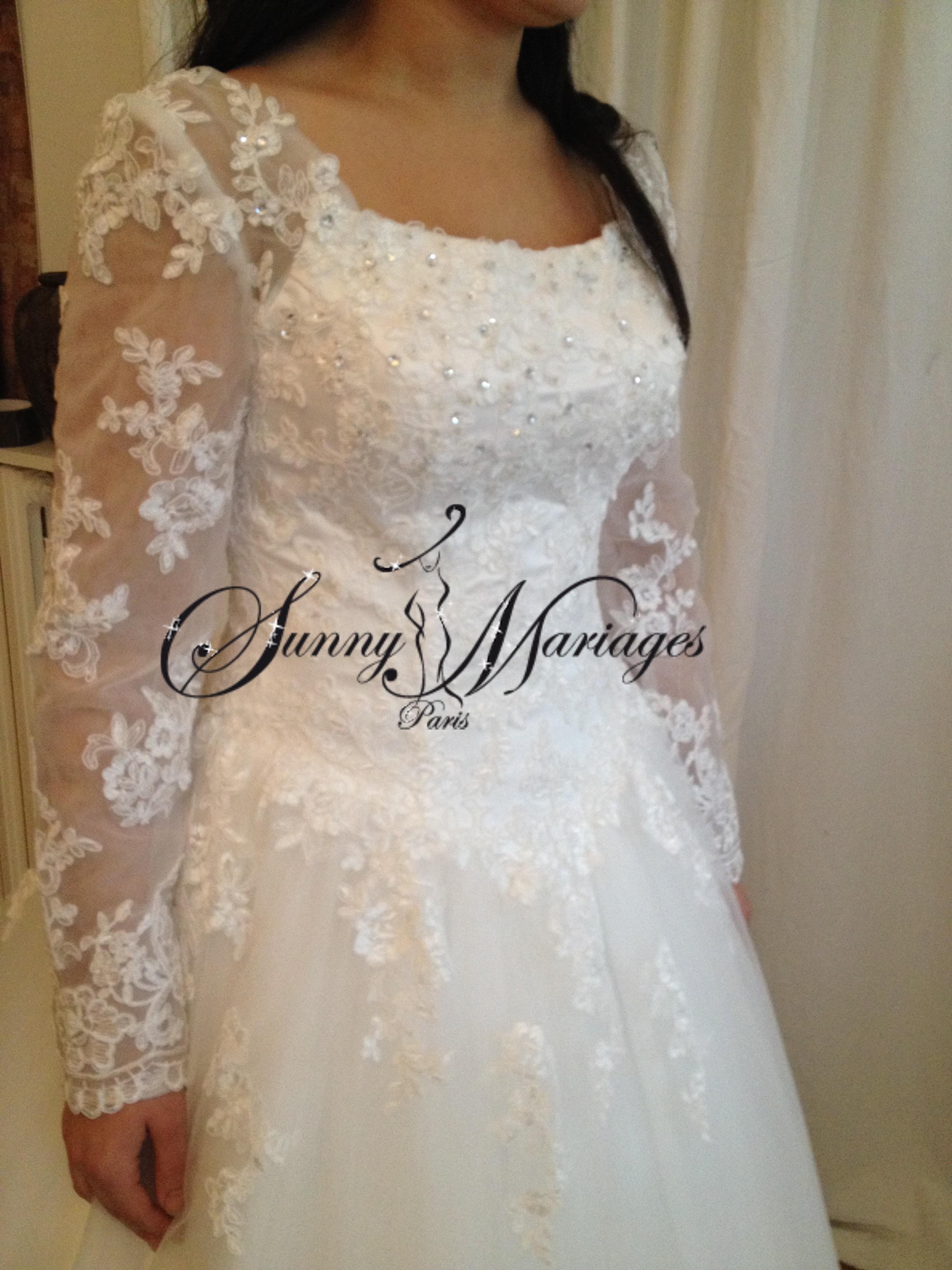 Robe de mariee manches longues en dentelle et jupe en tulle pas chere et en ligne sunny mariage - Robe de mariee manche dentelle ...