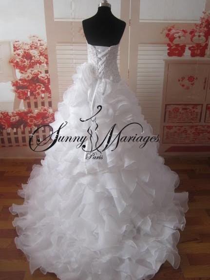 Robe de mariage bustier perles forme coeur et jupe volants for Robe de mariage et jupe