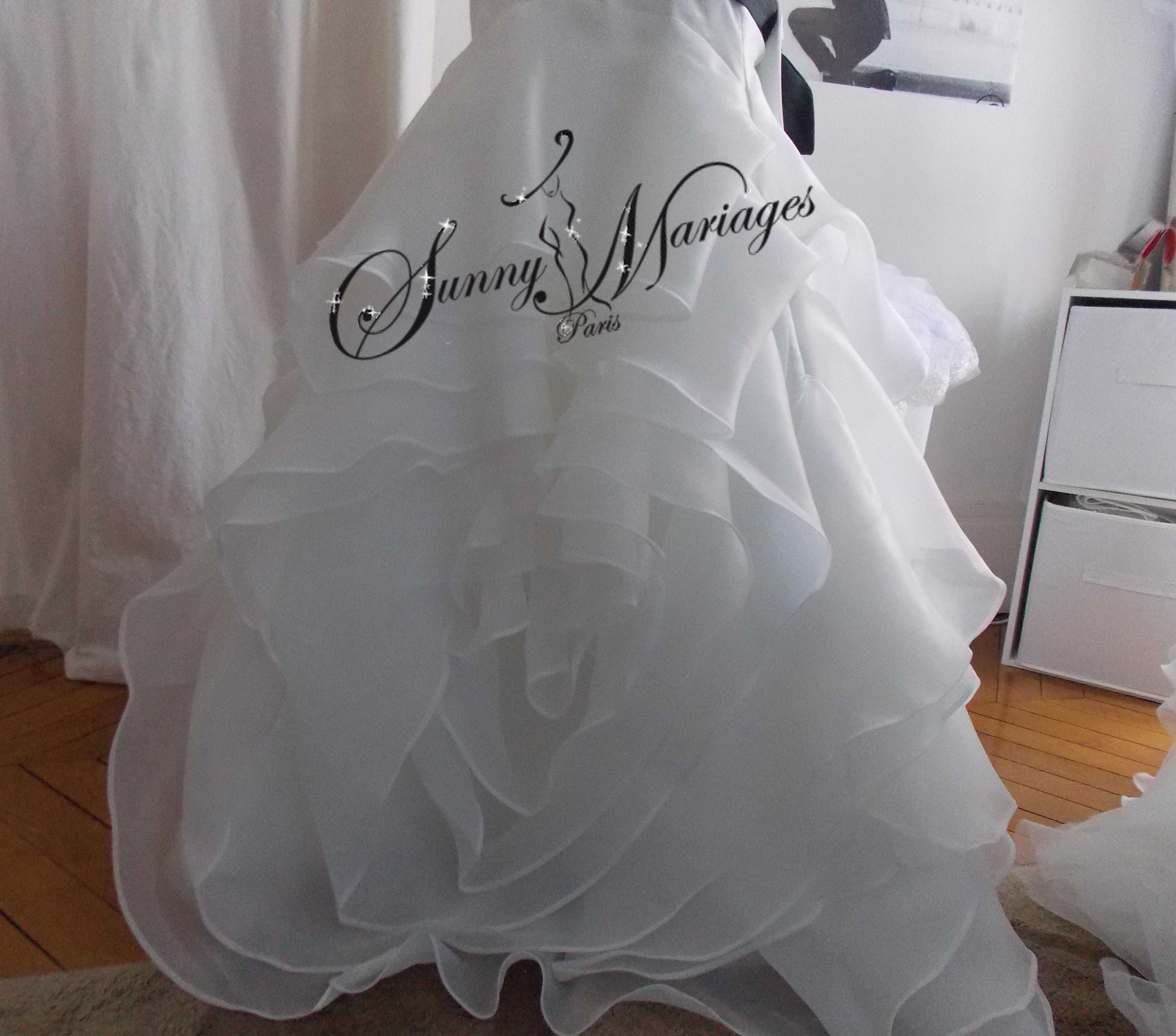 robe de mariee ceinture noire originale et pas cher sunny mariage. Black Bedroom Furniture Sets. Home Design Ideas