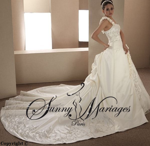 Robe de mariee princesse longue traine pas cher