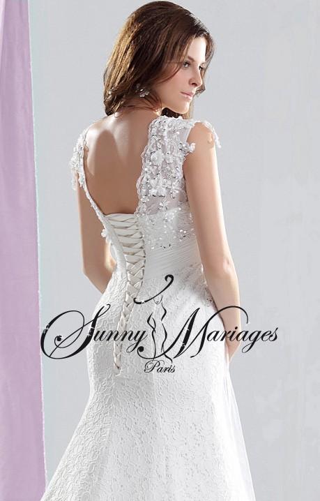 robe de mariee dentelle sirene avec manches bretelles et cape en tulle fluide sunny mariage. Black Bedroom Furniture Sets. Home Design Ideas