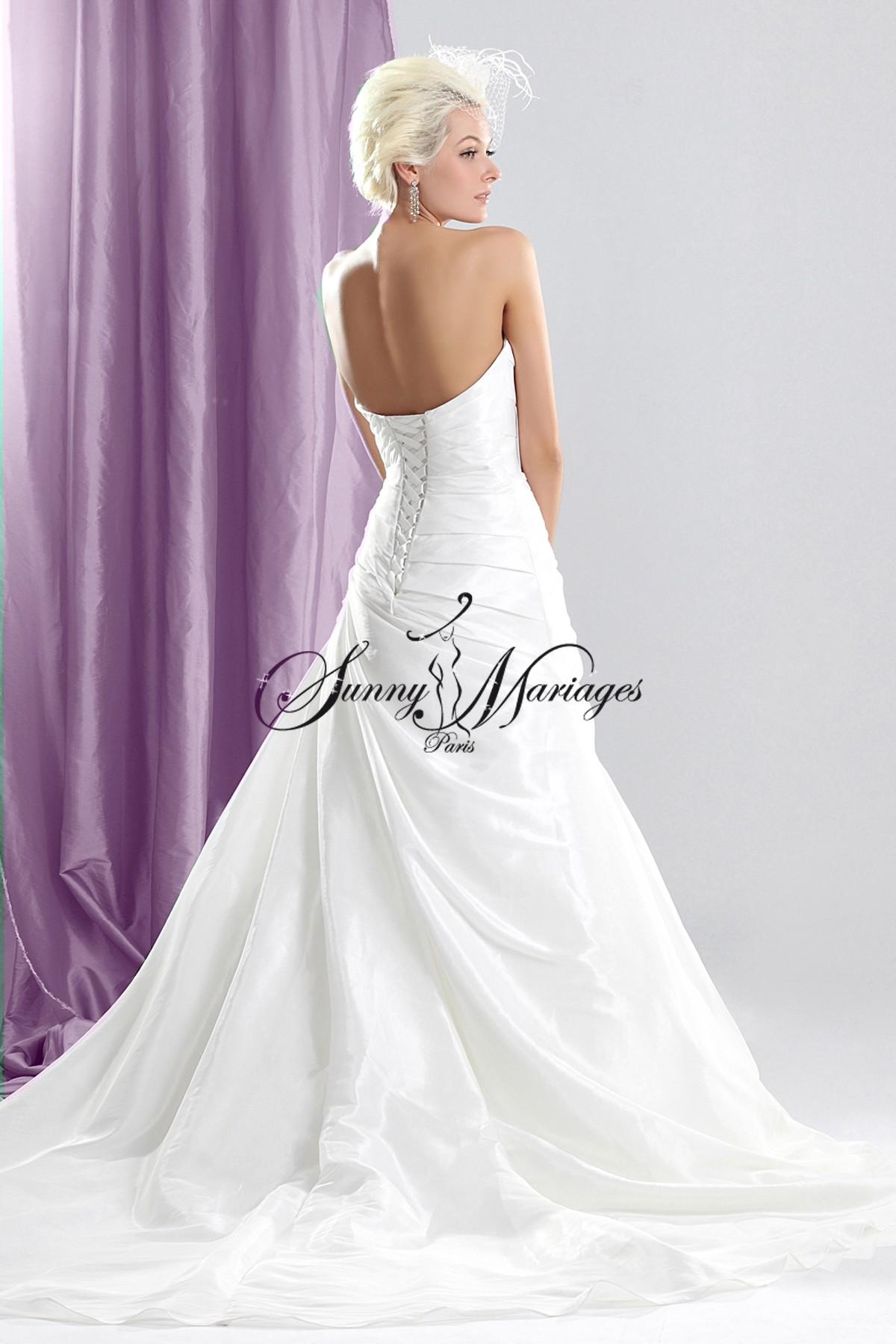robe de mariee bustier propos e en plus de 30 couleurs sunny mariage. Black Bedroom Furniture Sets. Home Design Ideas