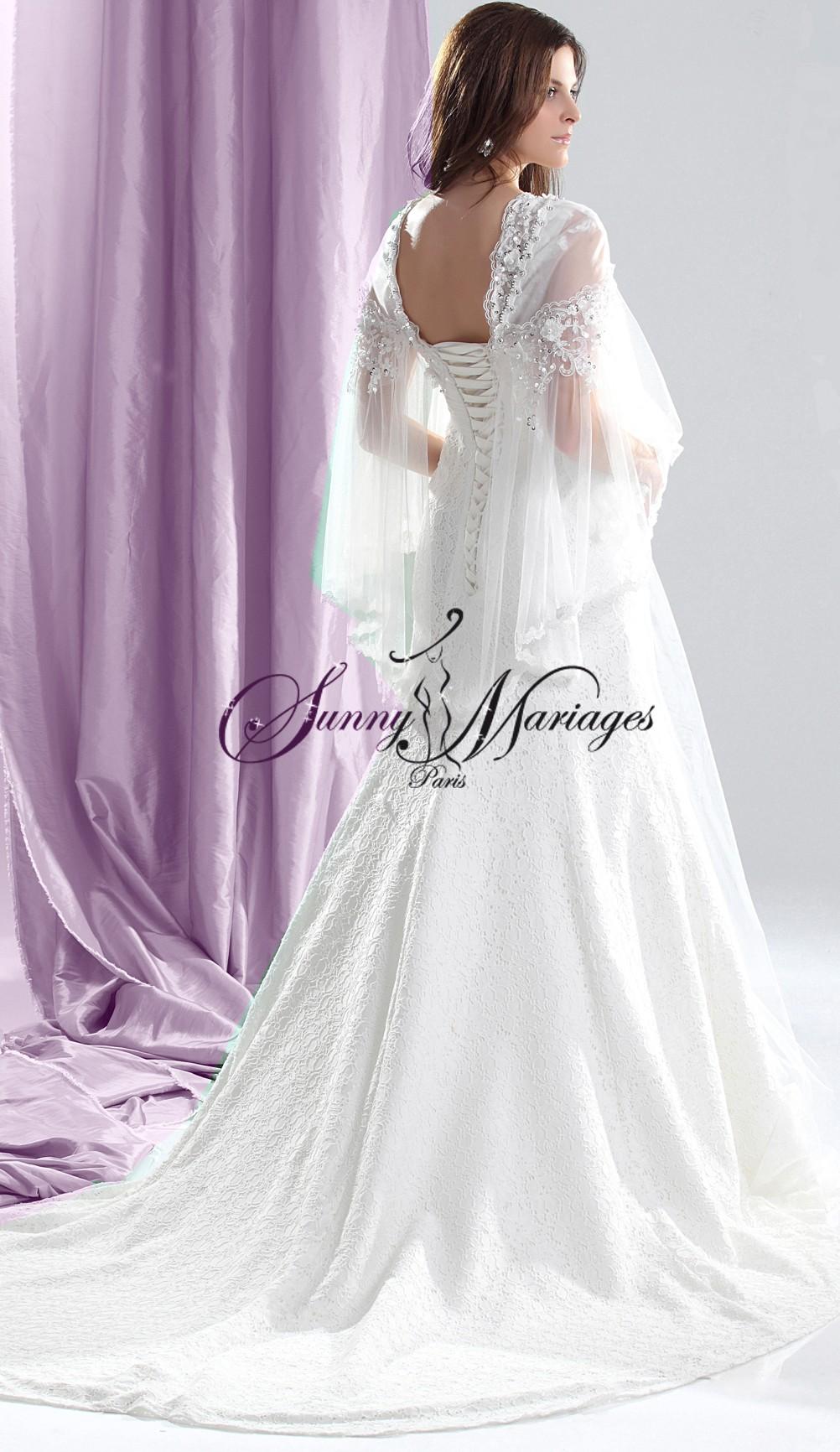 robe de mariee dentelle elfique ou celtique avec cape s par e sunny mariage. Black Bedroom Furniture Sets. Home Design Ideas