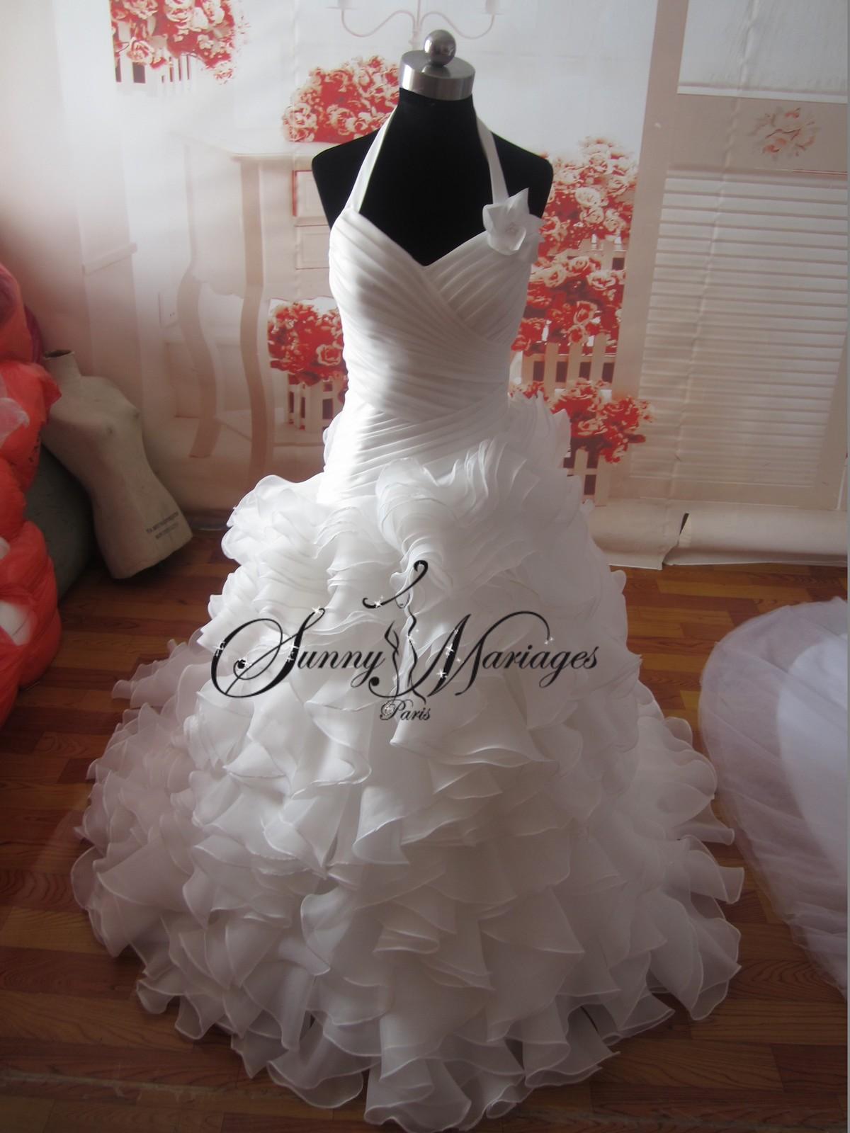 robe de mariee bustier tour de cou et jupe en volants sunny mariage. Black Bedroom Furniture Sets. Home Design Ideas
