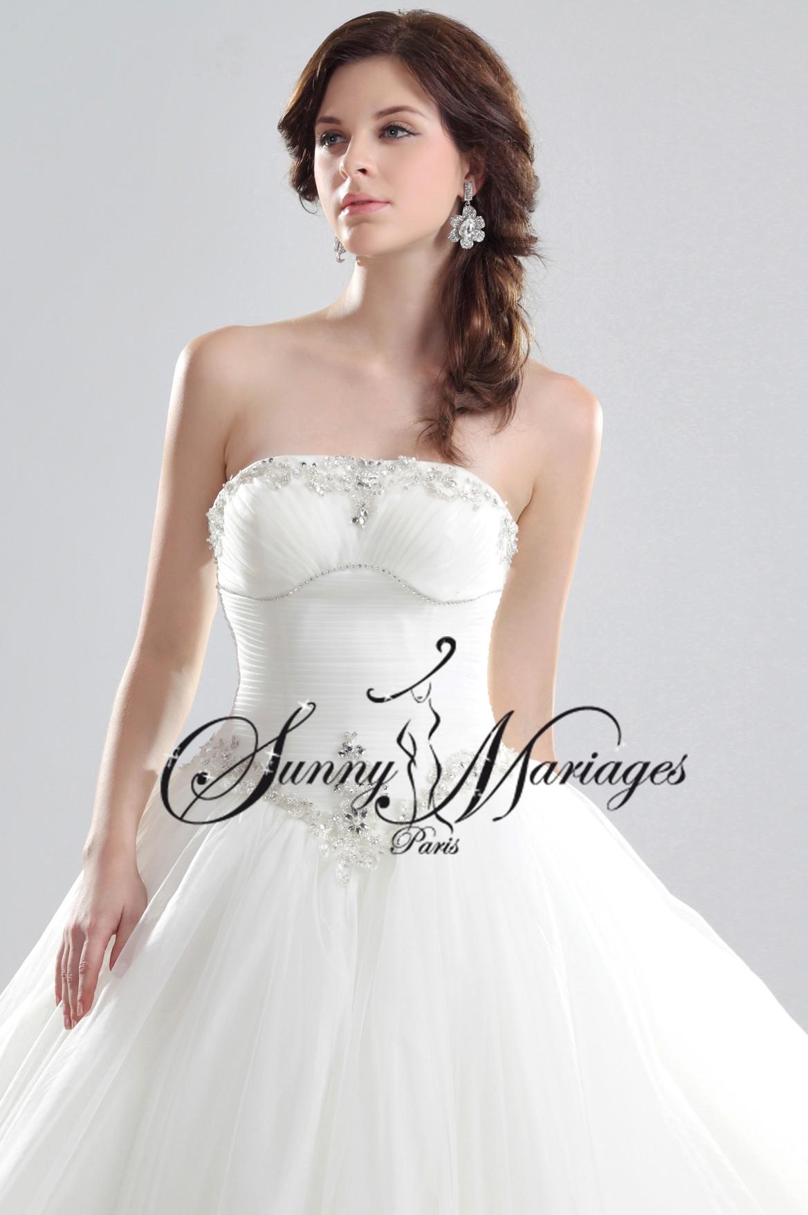 robe de mari e princesse simple id es et d 39 inspiration sur le mariage. Black Bedroom Furniture Sets. Home Design Ideas