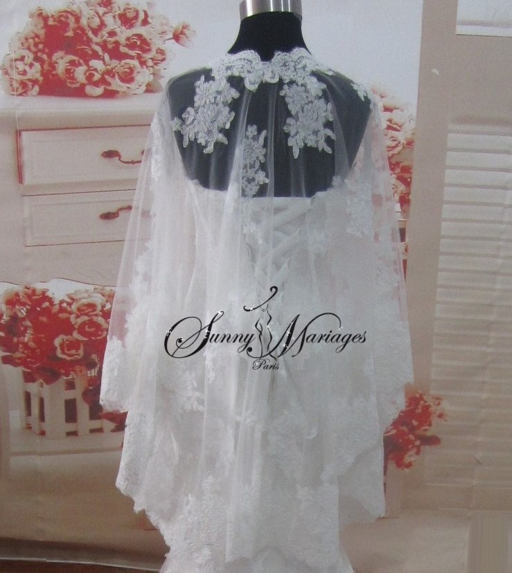 robe de mariee sirene en dentelle avec cape assortie sunny mariage. Black Bedroom Furniture Sets. Home Design Ideas