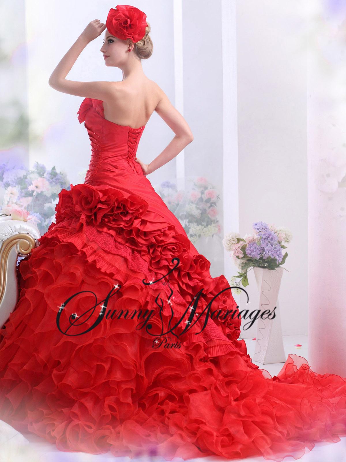 Ce modèle de robe de mariée est confectionné sur mesure et proposé ...