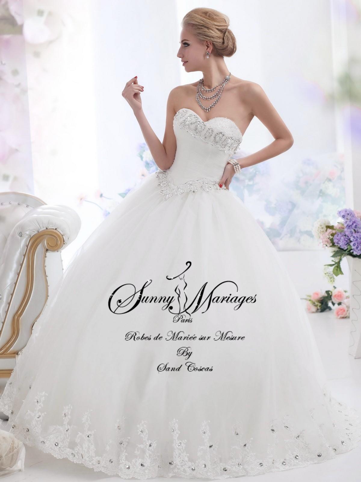 Robe de mariée bustier drappé incrusté de petits strass et jupe ...