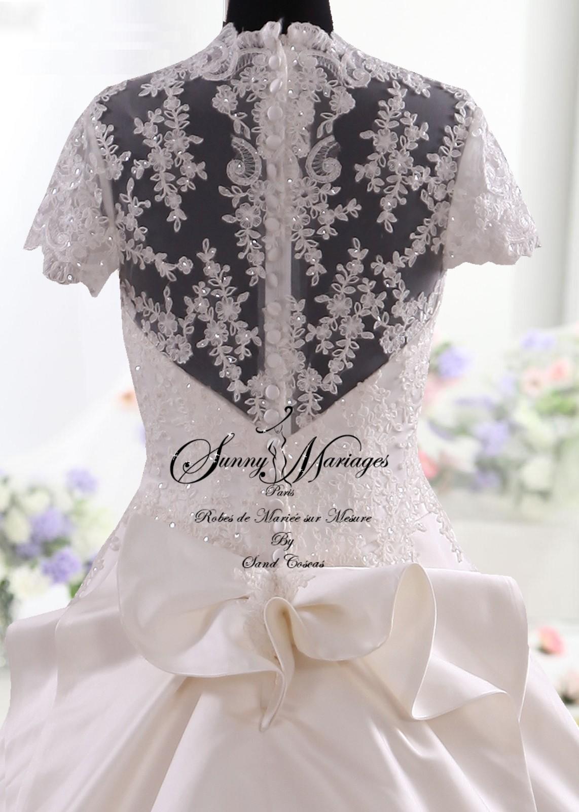 Robes de mariée princesse en satin, bustier dentelle et manche courte