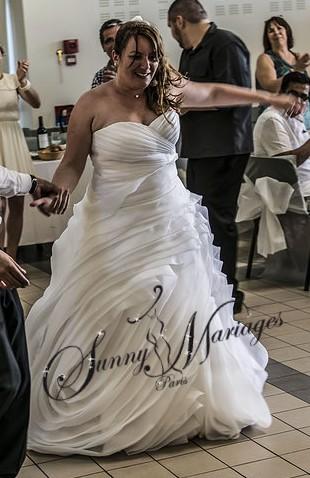 Robe De Mariee Princesse Originale Volant Organza Bustier