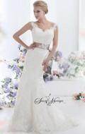 robe de mariee dentelle avec manches ou bretelle forme sirène, collection robe de mariee pas chers avec bustier coeur
