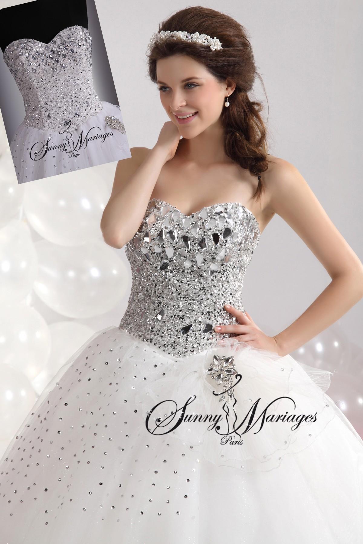 5acbed65b94 robe de mariage forme princesse blanche avec bustier coeur et ...