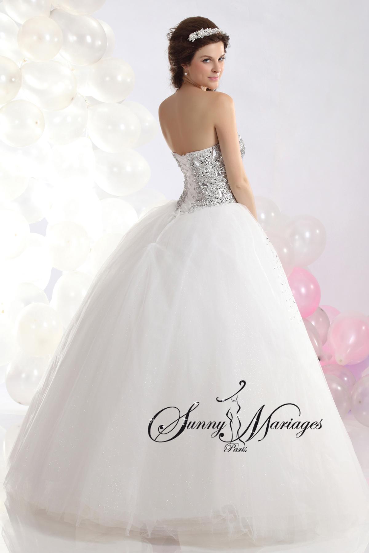 Robe de mariage forme princesse blanche avec bustier coeur et sunny mariage - Robe de mariee strass ...