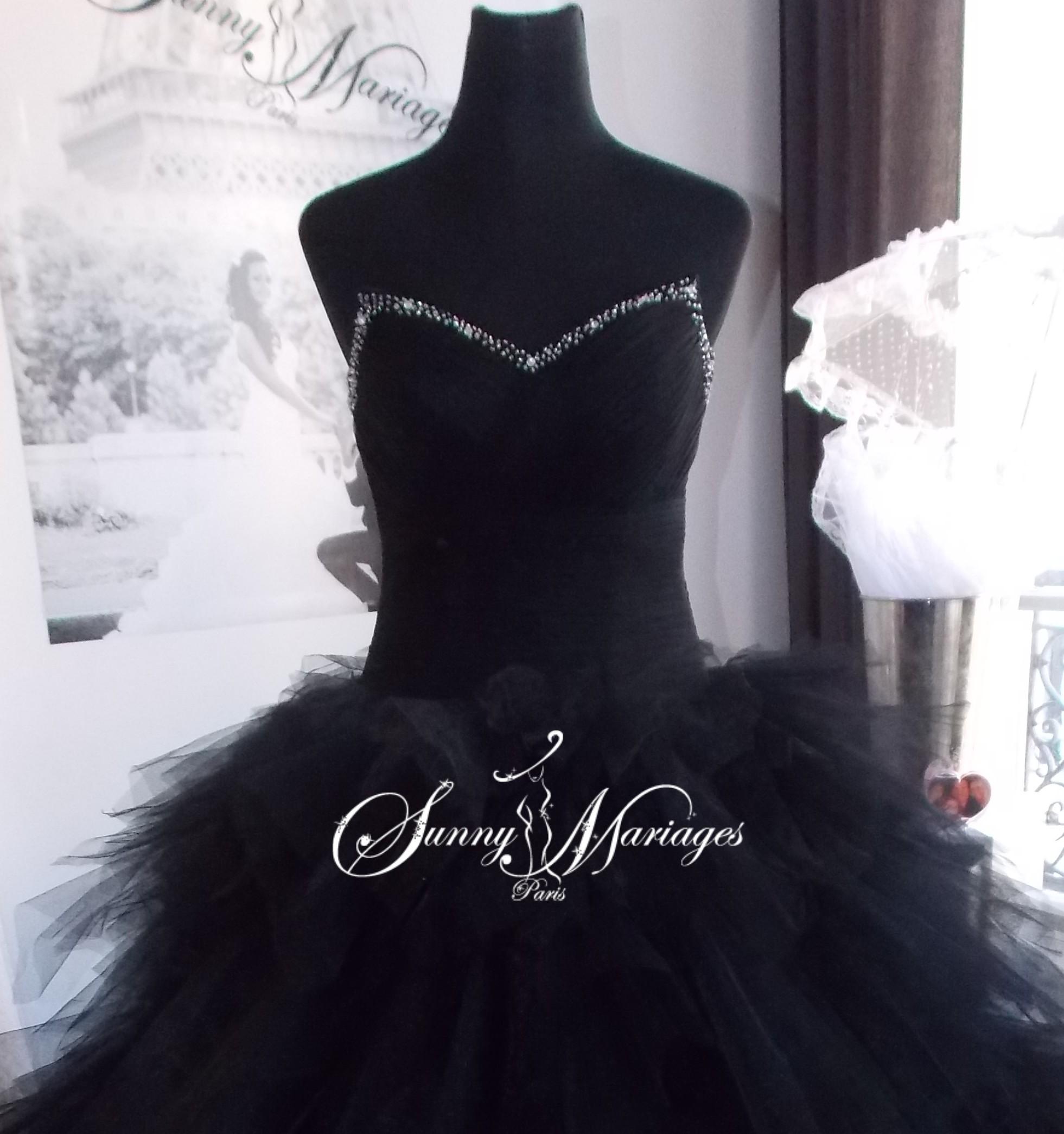 Robe de mariee noire paris