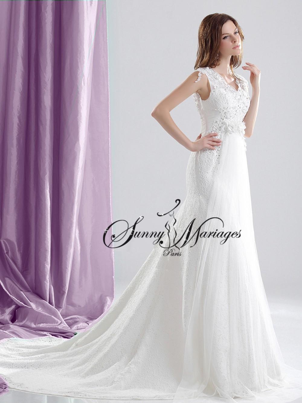 robe de mariee dentelle et tulle fluide avec large bretelle